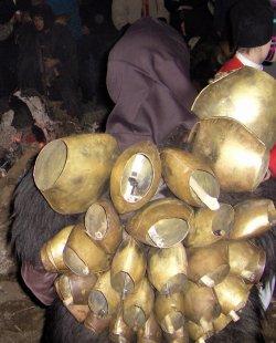 A Tonara lavorano i veri maestri dei campanacci