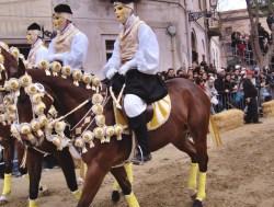 Oristano, i costumi della Sartiglia ricamati con l'oro